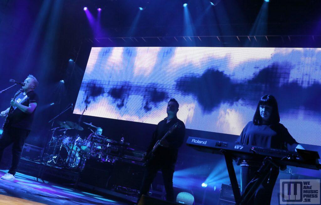 New Order live at Forum Karlín , Praha 2019 / photo by: Daniel Hevier ml.